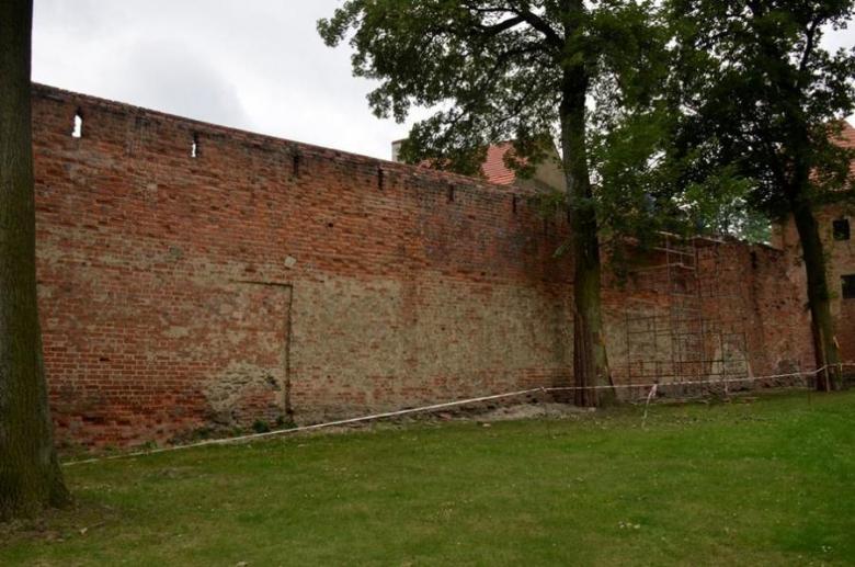 Zabezpieczanie murów miejskich w Ząbkowicach Śląskich